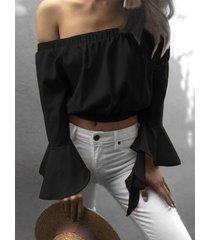 cintura elástica negra fuera del hombro top corto con mangas acampanadas