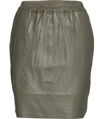 leather skirt w. elastic in waist kort kjol grön coster copenhagen