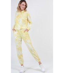 conjunto con capucha tie dye amarillo night concept