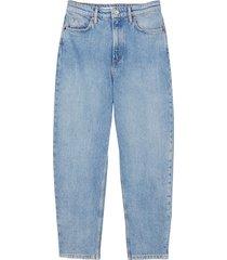 bow leg jeans