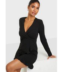 nly one ruffle dress fodralklänningar svart