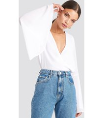 na-kd party trumpeth sleeve overlap body - white