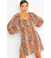 gesmokte slangenprint jurk met open schouders, bruin