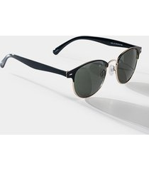 women's clean slate club master sunglasses in black by francesca's - size: one size