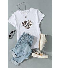 camiseta de manga corta con estampado de corazón roto y rayas de cebra blanca