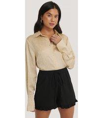na-kd shorts med franskant - black