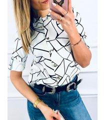 diseño de botones geométricos cuello redondo media manga blusa