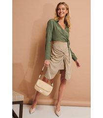 na-kd trend kjol med knytdetalj - beige