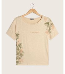 camiseta con estampado asimétrico
