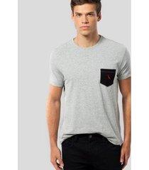 camiseta ms bolso pt pica-pau bordado reserva masculina - masculino