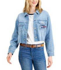 tommy jeans frayed-hem logo-pocket trucker jean jacket