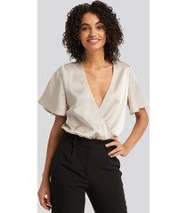 na-kd party wrap over short sleeve body - beige