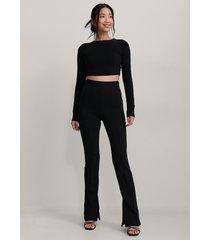 na-kd trend byxor med slits och sömdetalj - black