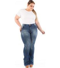 calça jeans confidencial flare barra desfiada plus size feminina