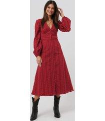 na-kd boho balloon sleeve anglaise midi dress - red