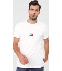 camiseta tommy hilfiger lettering branca - branco - masculino - algodã£o - dafiti