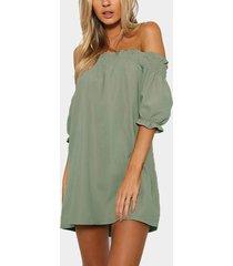 mini hombro fuera del hombro vestido en verde claro