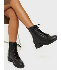 nly shoes lace up flat boot flat boots