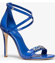 mk sandalo goldie in pelle verniciata - grecian blue - michael kors