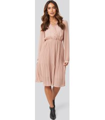na-kd boho pleated flowy button up dress - pink