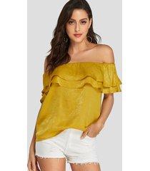 blusa de manga corta con hombros descubiertos y volante amarillo