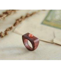 elegancki pierścionek z kamieniem słonecznym