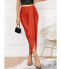 yoins falda a media pierna con dobladillo asimétrico y abertura con pliegues diseño