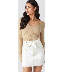 na-kd belted contrast stitch denim mini skirt - white