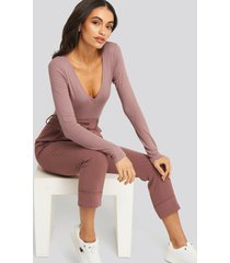 na-kd basic deep v-neck ribbed body - pink