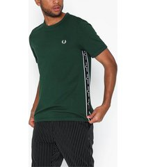 fred perry taped side t-shirt t-shirts & linnen ivy