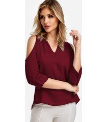 blusa roja de manga larga con hombros descubiertos y tirantes ajustables
