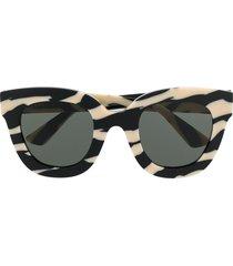 gucci eyewear zebra print soft round-frame sunglasses - white