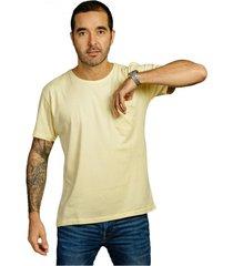 camiseta amarilla luck & load cuello redondo con bolsillo