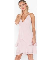 nly eve flounce bottom frill dress loose fit dusty pink