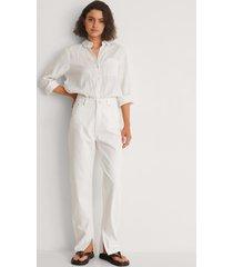 na-kd trend ekologiska jeans med slits i sidan - white