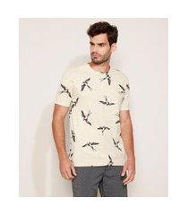 camiseta masculina estampada de pássaros manga curta gola careca bege claro