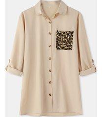 camicetta manica lunga con risvolto tasca con bottone patchwork leopardato da donna