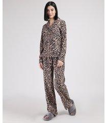 pijama de fleece feminino estampado animal print guepardo com botões manga longa bege