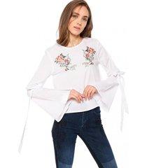 blusa con amarras y bordado blanco 7.5 setepontocinco