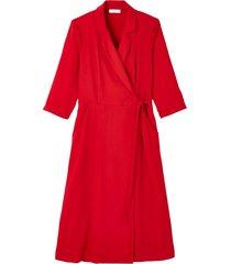 omlottklänning med krage med slag och trekvartslång ärm