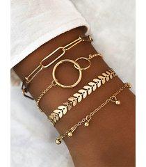 pulsera de cuatro piezas con forma geométrica de aro dorado