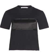 camiseta manga corta tonal tape satin insert t-shirt negro calvin klein