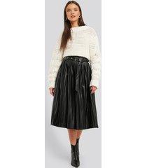 na-kd trend pleated pu belt skirt - black