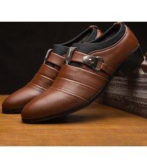 fibbia in metallo di grandi dimensioni in pelle da uomo scivolare su scarpe formali casual