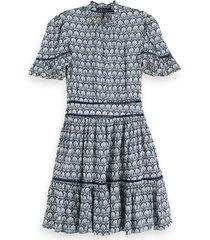 scotch & soda 155955 0217 printed dress/jurk with ladder lace combo a blauw