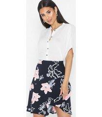 selected femme slfrinna mw aop short skirt b minikjolar