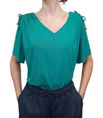blusa acanalada con detalle en hombro verde plica
