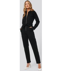 na-kd denim belted jumpsuit - black