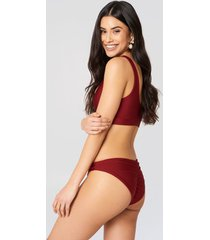 hannalicious x na-kd ruched back bikini pantie - red