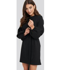 na-kd balloon sleeve belted dress - black